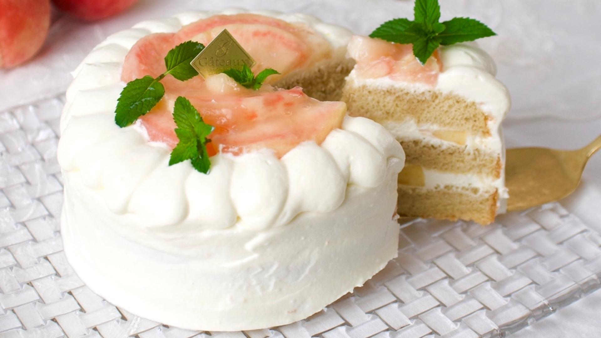 【レシピ/動画】ふわふわ米粉スポンジで作る桃のショートケーキ